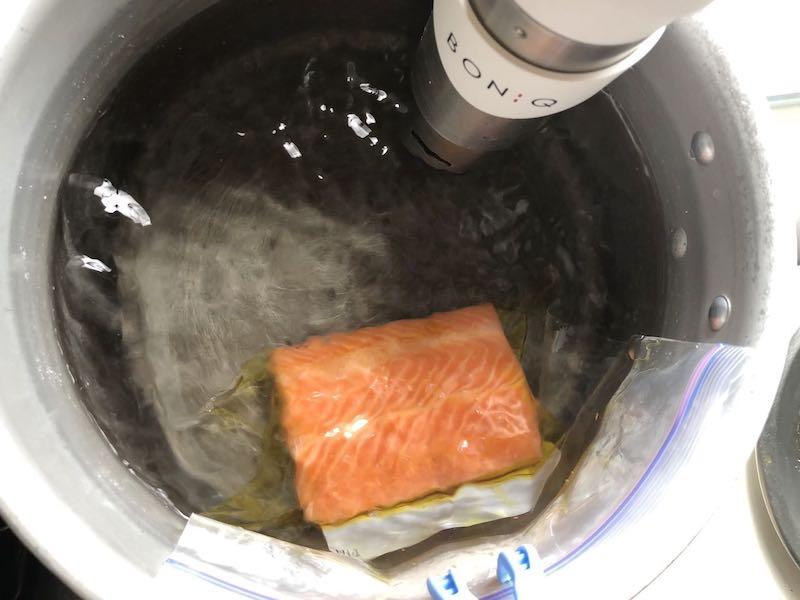 低温調理でサーモンを調理23