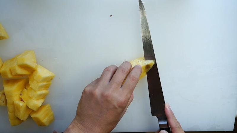 パイナップルの切り方-16