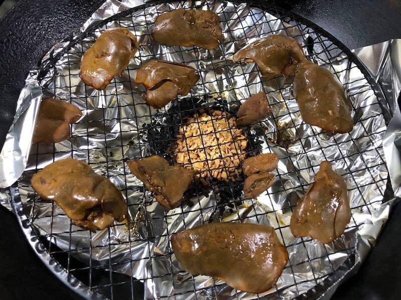 低温調理した鶏レバーをスモークする4