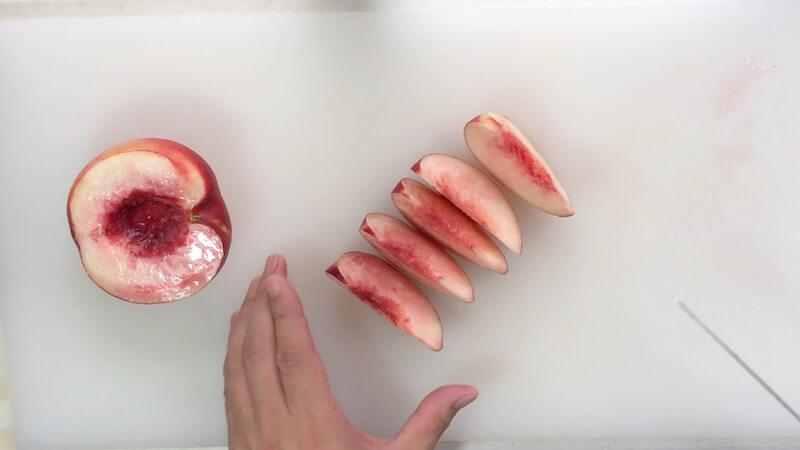 桃を5切れに切る2