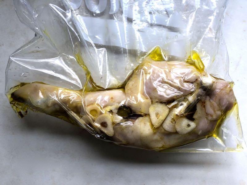 低温調理鶏もも肉のコンフィの作り方3