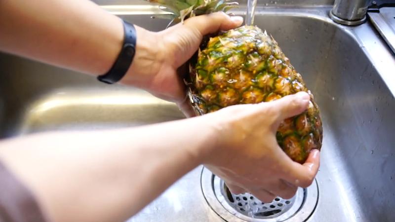 パイナップルの切り方-2