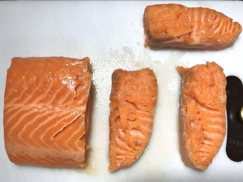 低温調理で生食用サーモンを調理する