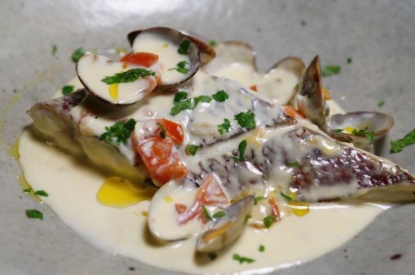 真鯛の白ワイン蒸しクリームソース