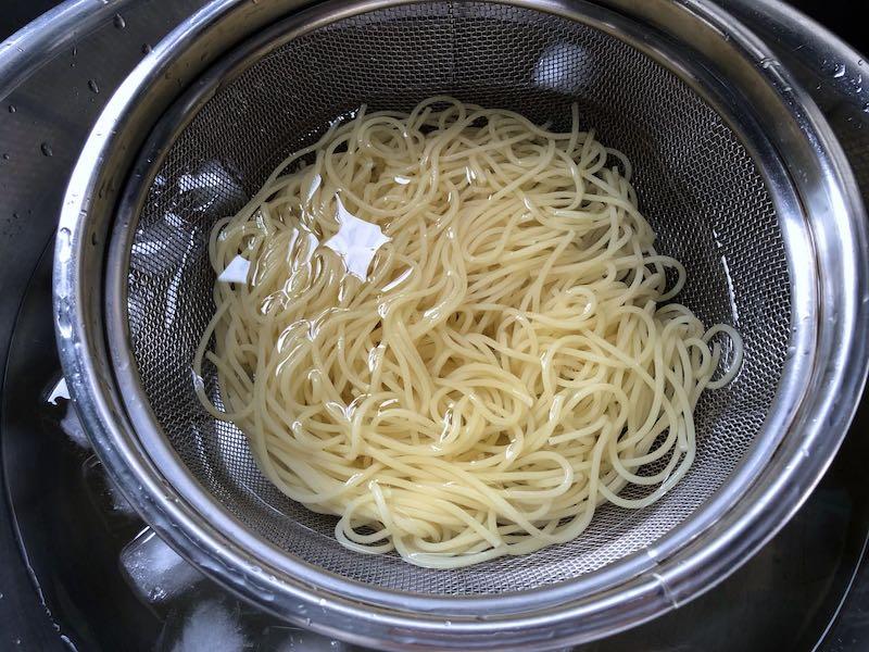 サラダチキンと温泉卵の冷製親子カルボナーラ6