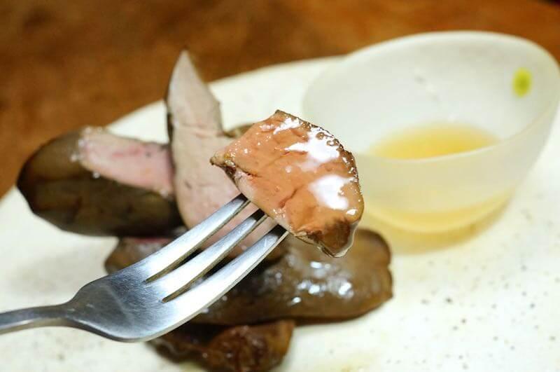 低温調理鶏レバーのスモークとハチミツ