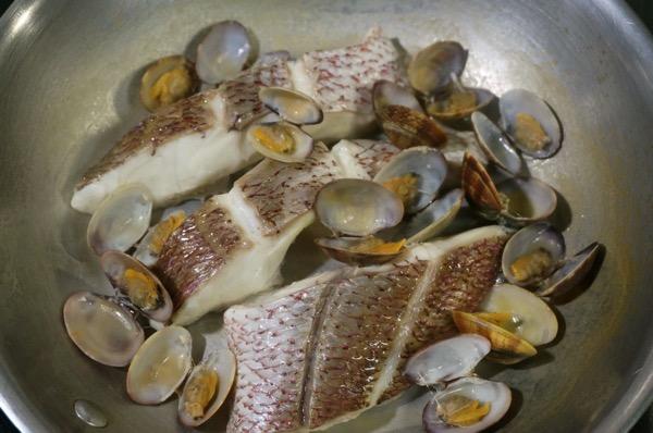 真鯛の白ワイン蒸しクリームソース11